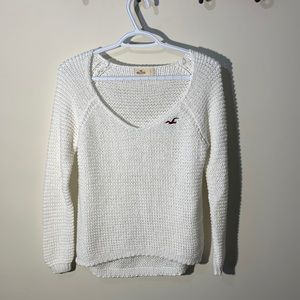 HOLLISTER white sweater very cute